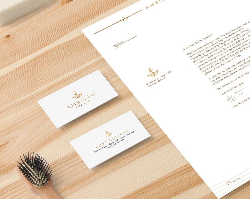 書類とブランドロゴ