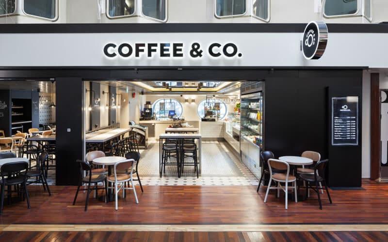 船内カフェのロゴデザインとブランディング