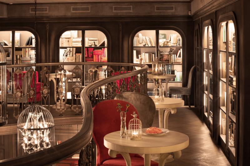 お城のような内装のカフェ3