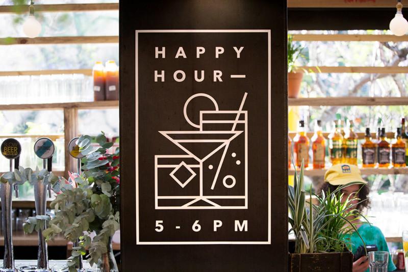 人気カフェのブランドデザイン