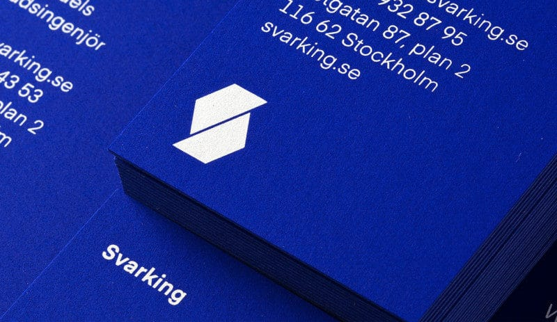 ブルーの企業ロゴ