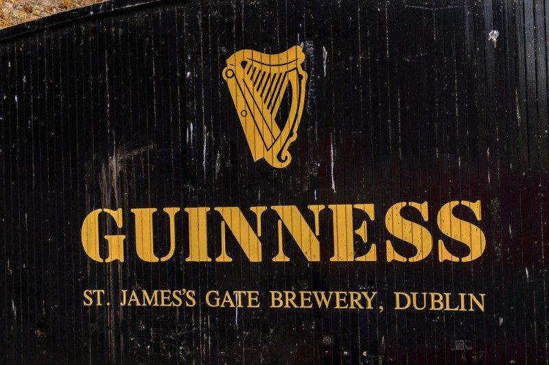 ギネスビールのロゴ