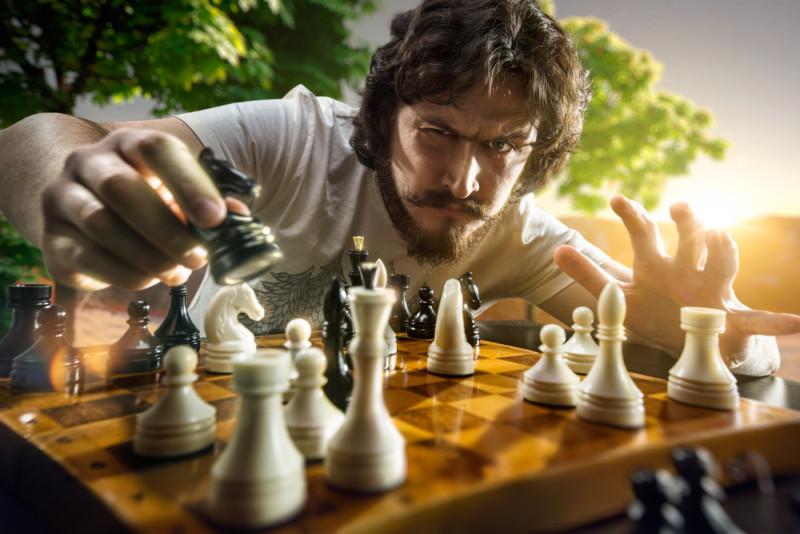 チェスをプレイする人