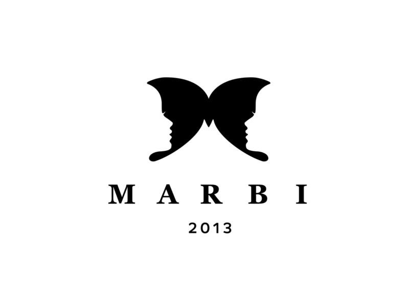 蝶をかたどったファッションブランドのロゴ