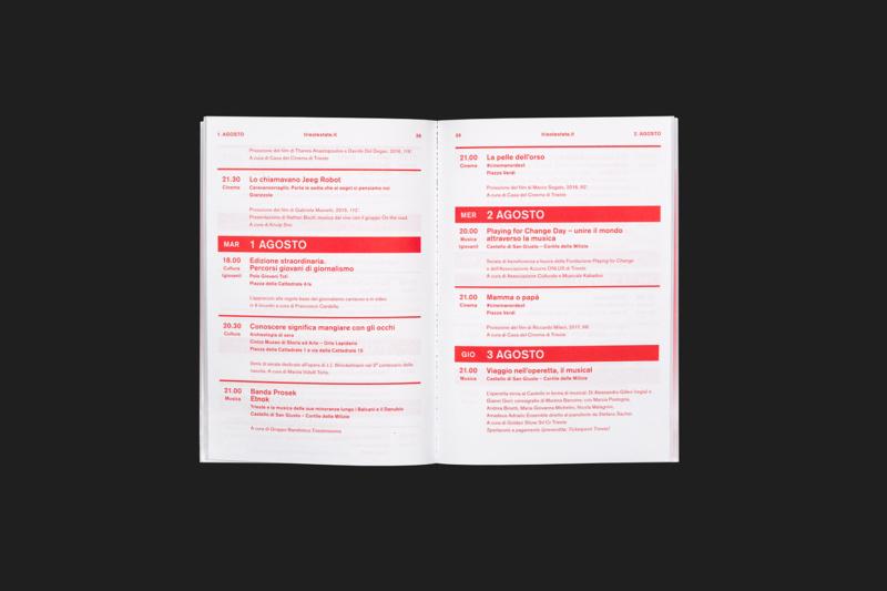 最新のパンフレットデザイン3