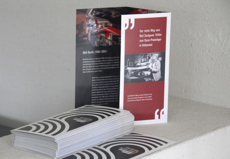 ミュージアムのパンフレットデザイン3
