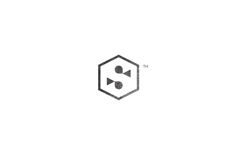 Sがモチーフのロゴ
