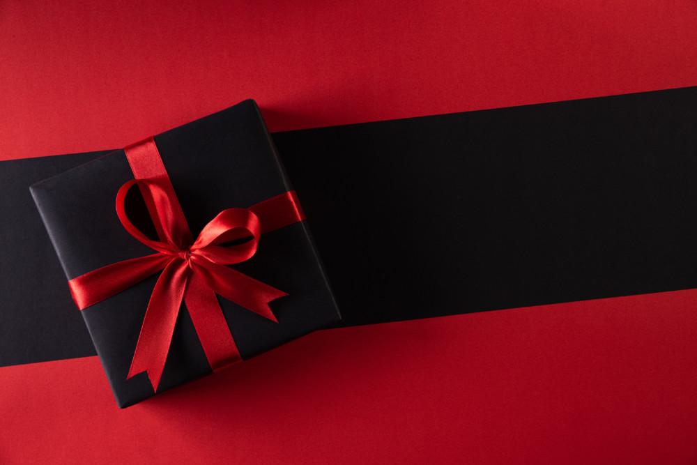 赤×黒のストロングな組み合わせが効果的なパッケージデザインについて
