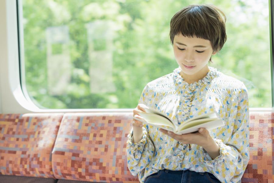 世界的に有名な日本の小説家を紹介するグラフィックデザインについて