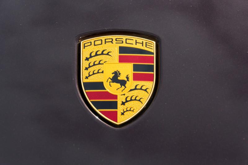 ポルシェのロゴデザイン