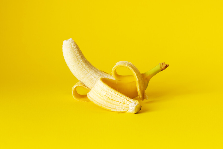 食品を比喩的に扱ったポスターデザインについて