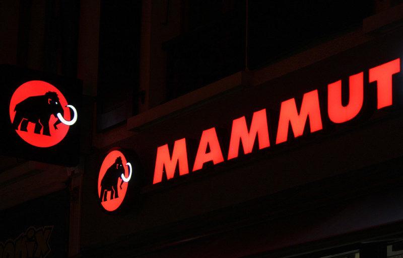 MAMMUTのロゴデザイン