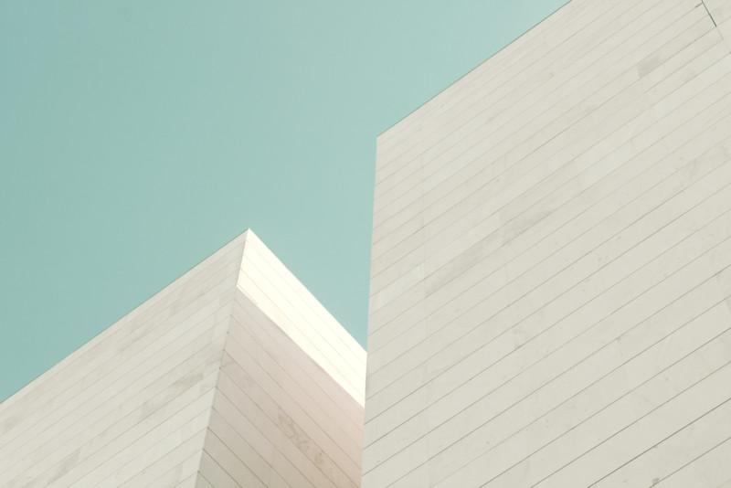 ミニマルな建物のロゴについて