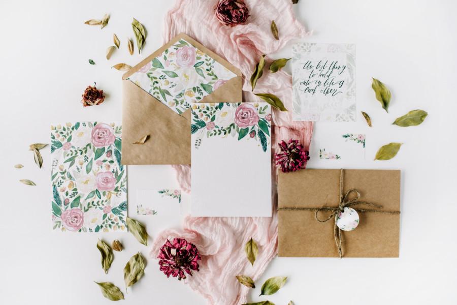 花を効果的に使った招待状について