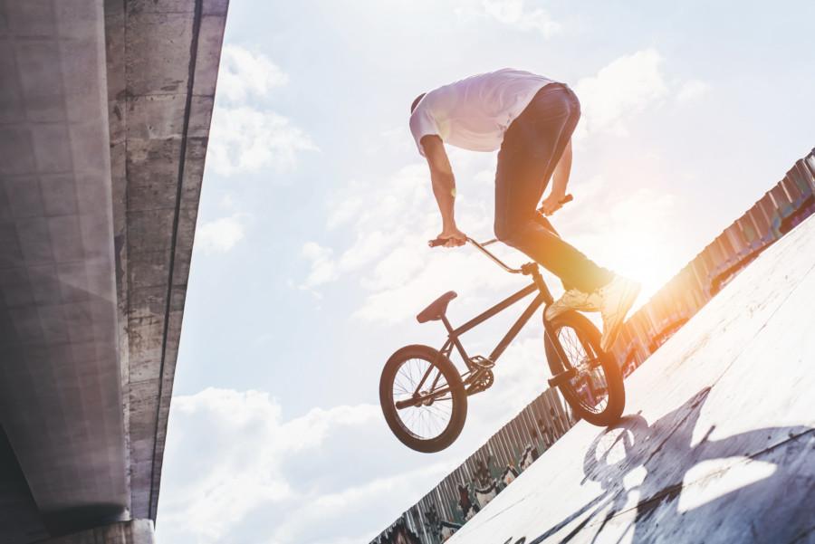 自転車が主役のクリエイティブ動画について