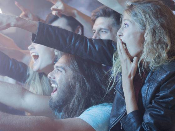 世界の変な楽器を操るミュージシャンの動画について