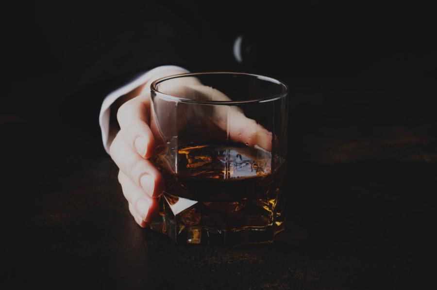 様々なアルコールを扱ったコマーシャル映像制作例について