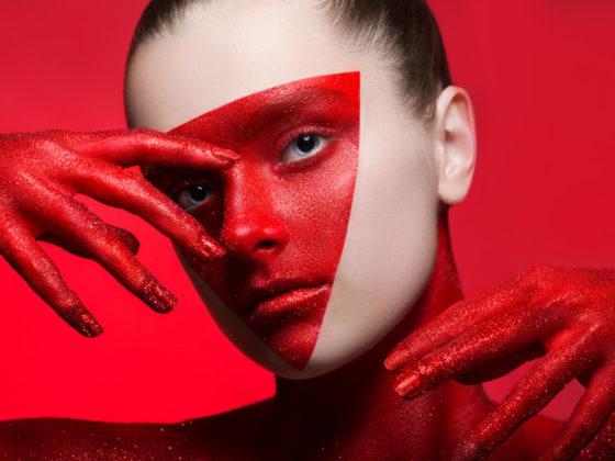 顔をデザインするクリエイティブな動画作成例