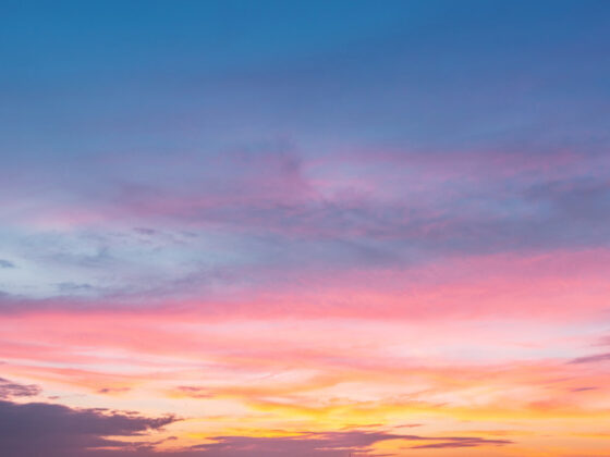 美しい空が印象的なポスターデザインについて