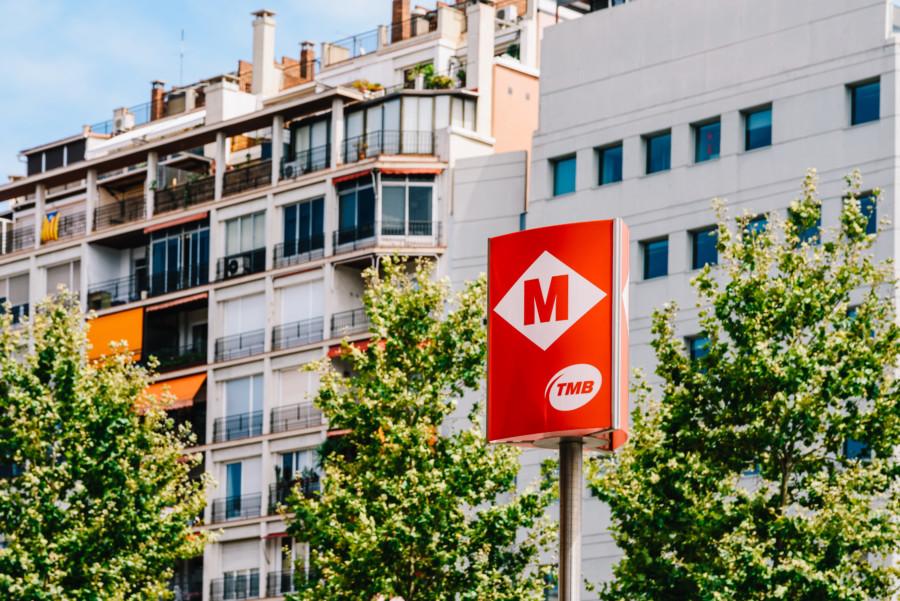 世界中の駅で見かける様々な標識デザインについて