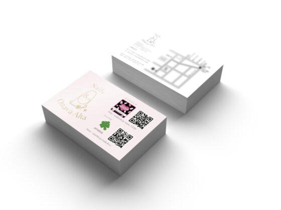 淡い色味のネイルサロンのショップカードデザイン
