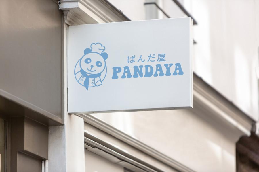 パンダが主役のスイーツショップのロゴデザイン