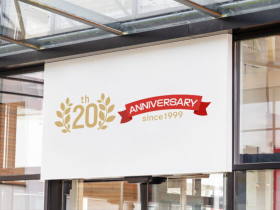 プラモデル通販サイトの20周年記念ロゴマーク
