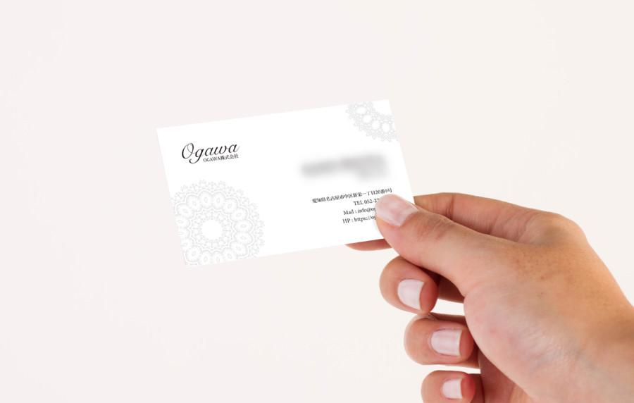 白を基調としたシンプルな企業名刺デザイン