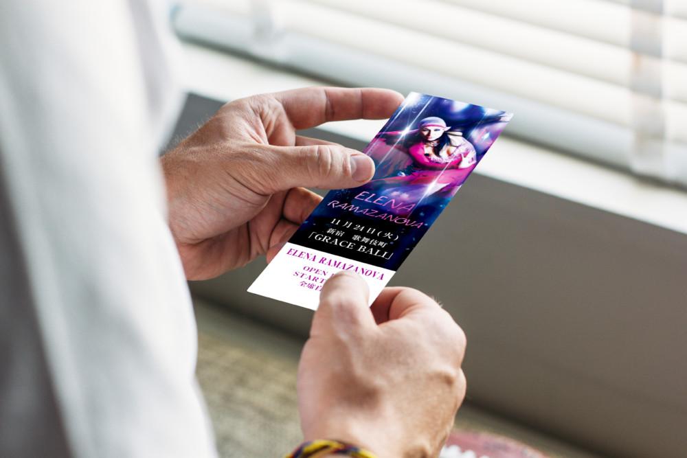 女性ダンサーの姿が美しいイベントのチケットデザイン作成例