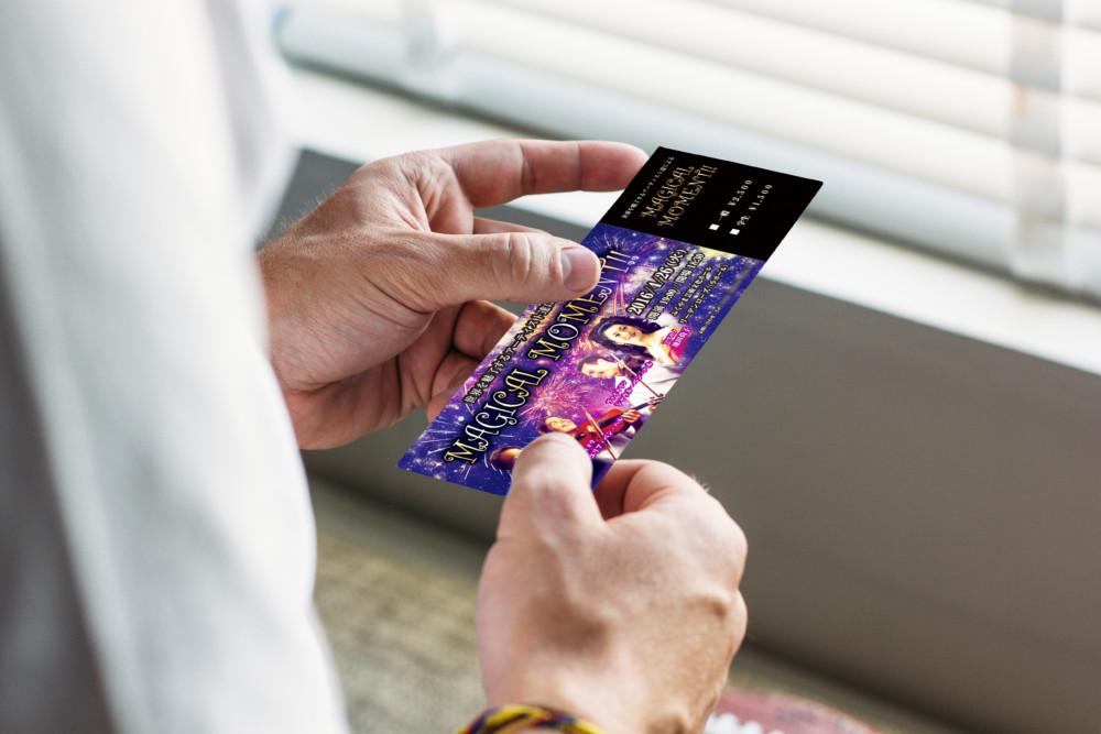 華やかなコンサートチケットデザイン作成例