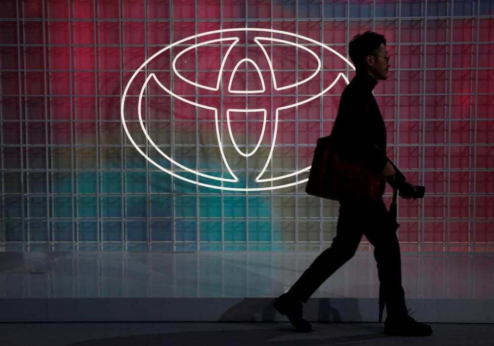 トヨタがフラットデザインの新ロゴ