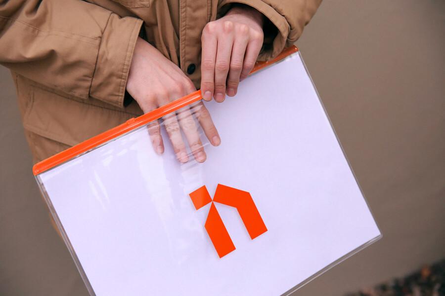 建築デザイナーのロゴデザインの展開事例